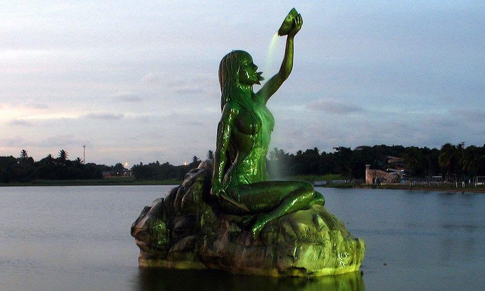 Estatua-de-Iracema-da_lagoa-da-Messejana-1000x600